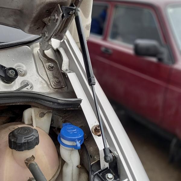 Упор капота для автомобиля Газель Бизнес с крепежом в Нижнем Новгороде